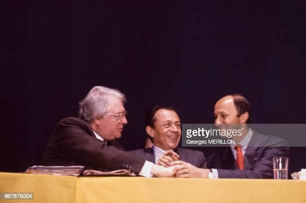 Pierre Mauroy Michel Rocard et Laurent Fabius lors d'une réunion du Parti socialiste le 23 avril 1989 à Paris France
