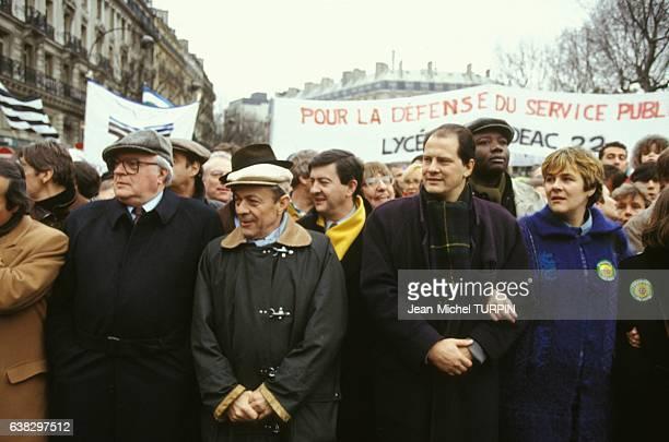 Pierre Mauroy Michel Rocard JeanLuc Mélenchon JeanChristophe Cambadélis et Dominique Voynet à la manifestation pour l'école laïque le 16 janvier 1994...