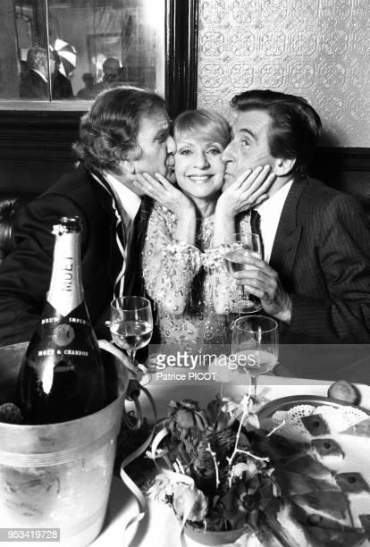 Pierre Mondy Annie Cordy et Jean Lefèvre lors d'un diner à Paris le 3 janvier 1983 France