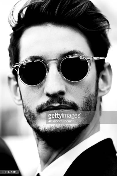 Pierre Niney Photos et images de collection