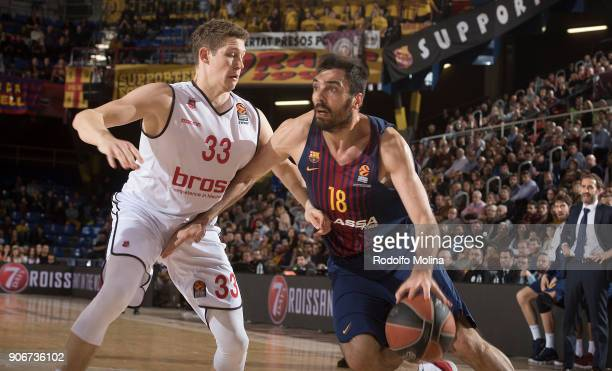 Pierre Oriola #18 of FC Barcelona Lassa competes with Patrick Heckmann #33 of Brose Bamberg during the 2017/2018 Turkish Airlines EuroLeague Regular...