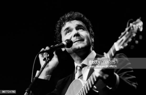 Pierre Perret fête ses 25 ans de carrière sur la scène du théâtre Bobino le 29 février 1984 à Paris France