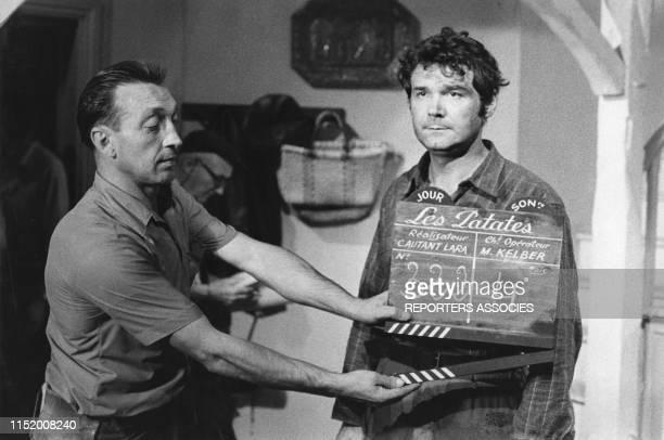 Pierre Perret lors du tournage du film 'Les Patates' réalisé par Claude Autant-Lara en 1969, France.
