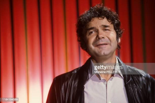 Pierre Perret lors d'un show télévisé à Paris le 27 octobre 1982, France.