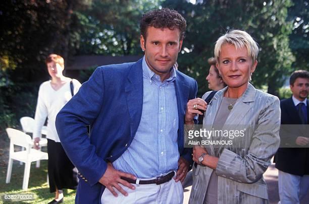 Pierre Sled et Sophie Davant lors de la Présentation de la grille des programmes de la rentrée sur France 2 en août 1998 en France