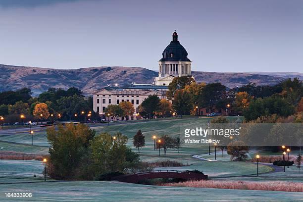 pierre, south dakota, exterior view - south dakota stock pictures, royalty-free photos & images