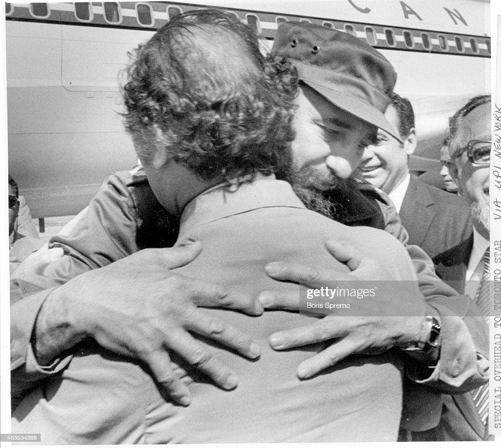 Fidel Castro and Pierre Trudeau : News Photo
