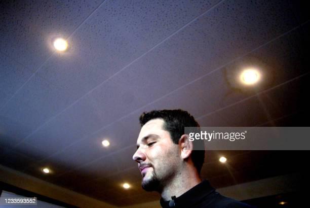 Pierre-Alexandre, premier patient français à avoir bénéficié de la pose d'une prothèse auditive électromagnétique, pose le 10 avril 2007 lors d'une...