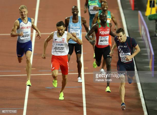 PierreAmbroise Bosse of France crosses the finish line to win the Men's 800 metres final during day five of the 16th IAAF World Athletics...