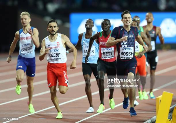 PierreAmbroise Bosse of France leads Adam Kszczot of Poland Kipyegon Bett of Kenya and Kyle Langford of Great Britain in the Men's 800 metres final...