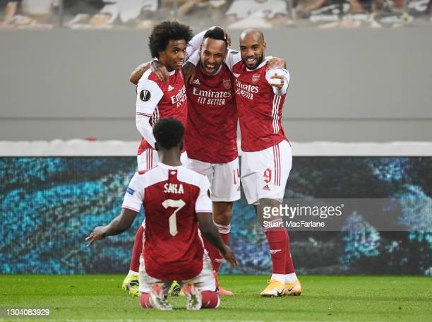 Pierre-Emerick Aubameyang celebrates scoring the 3rd Arsenal goal with Willian, Alex Lacazette and Bukayo Saka during the UEFA Europa League Round of...