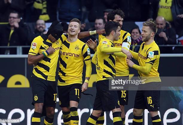 PierreEmerick Aubameyang LÄUTET DAS TORFESTIVAL EIN MIT DEM 10 UND BATMAN KUTTE BEIM JUBEL Fußball 1 Bundesliga Borussia Dortmund FC Schalke 04...