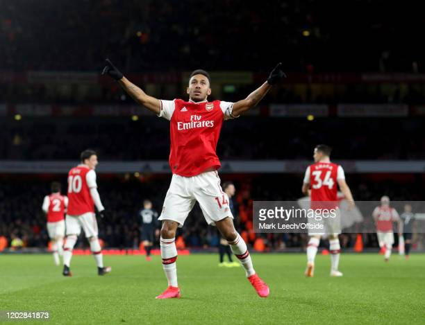 PierreEmerick Aubameyang of Arsenal celebrates the winning goal during the Premier League match between Arsenal FC and Everton FC at Emirates Stadium...