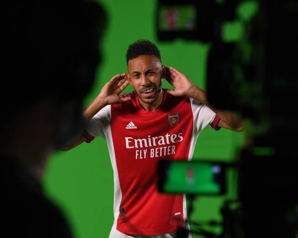GBR: Arsenal First Team Photocall