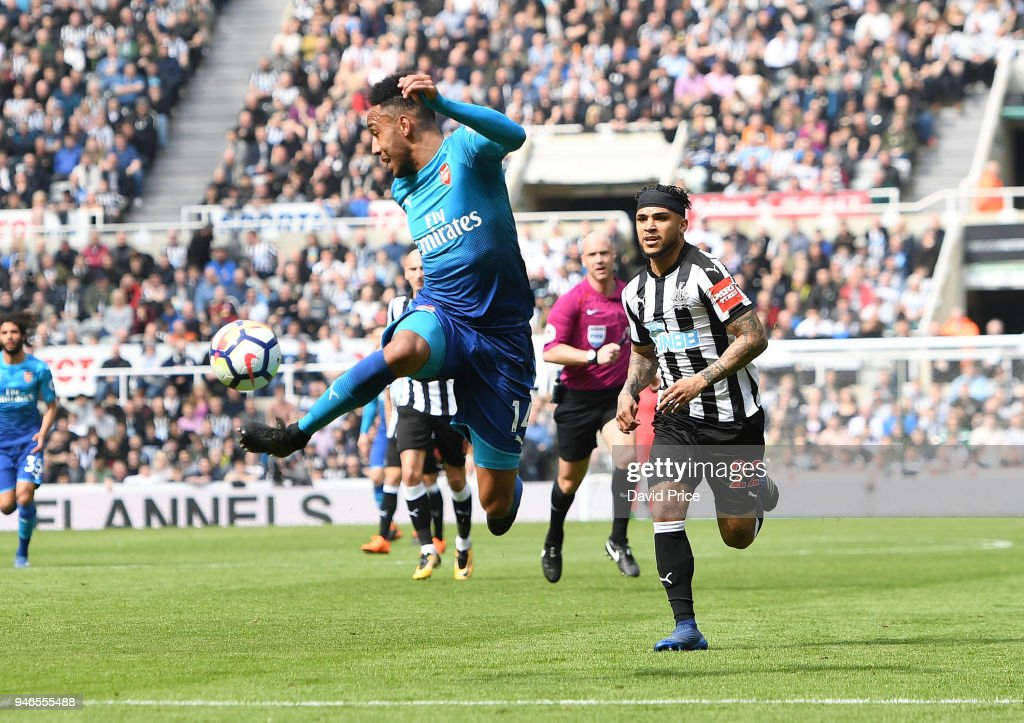 Newcastle United v Arsenal - Premier League : News Photo