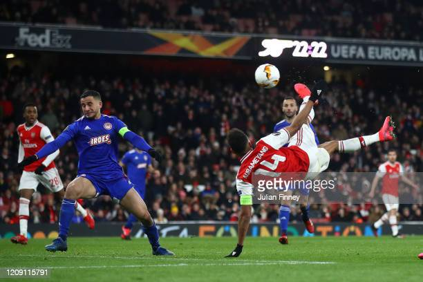 PierreEmerick Aubameyang of Arsenal FC scores his team's first goal in extratime during the UEFA Europa League round of 32 second leg match between...