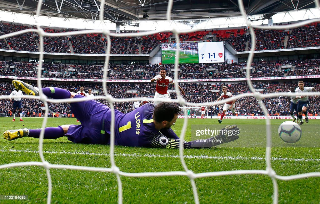 Tottenham Hotspur v Arsenal FC - Premier League : News Photo