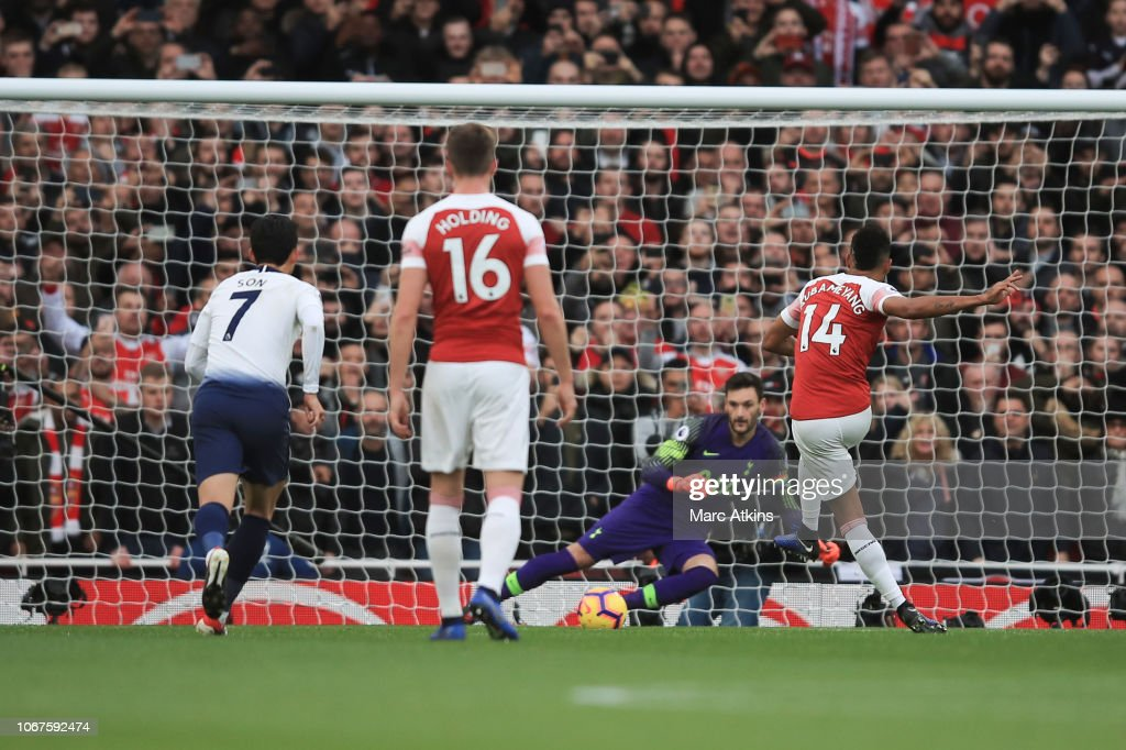 Arsenal FC v Tottenham Hotspur - Premier League : News Photo