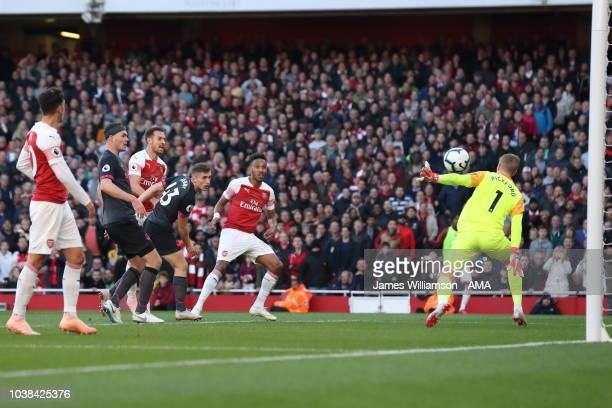 PierreEmerick Aubameyang of Arsenal scores a goal to make it 20 during the Premier League match between Arsenal FC and Everton FC at Emirates Stadium...