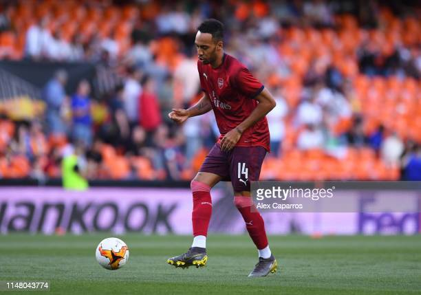 PierreEmerick Aubameyang of Arsenal warms up prior to the UEFA Europa League Semi Final Second Leg match between Valencia and Arsenal at Estadio...
