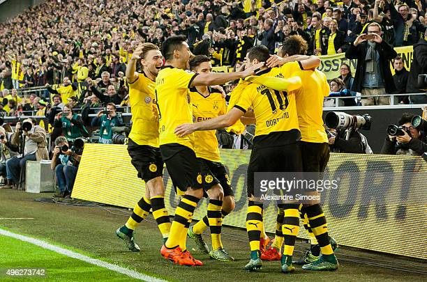 PierreEmerick Aubameyang of Borussia Dortmund celebrates scoring the goal to the 31 together with his team mates during the Bundesliga match between...