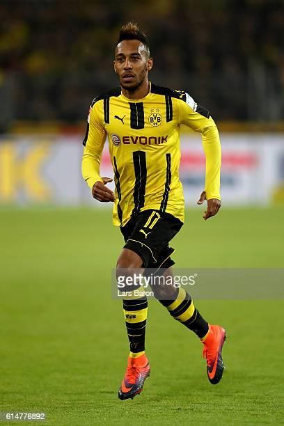 PierreEmerick Aubameyang of Borussia Dortmund runs with the ball during the Bundesliga match between Borussia Dortmund and Hertha BSC at Signal Iduna...