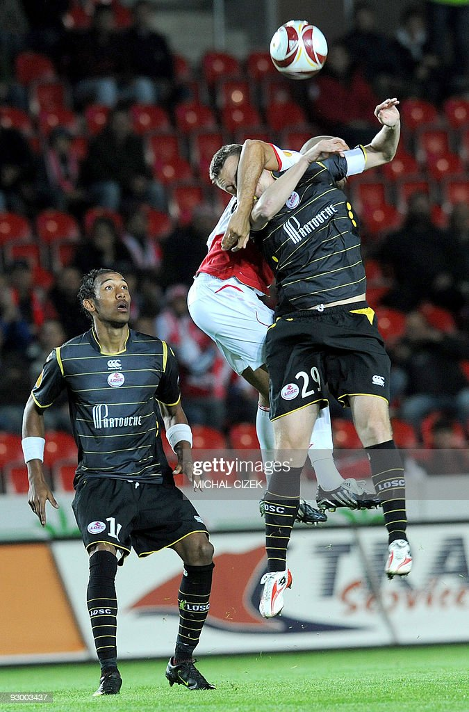 Pierre-Emerick Aubameyang of Lille (L) looks at his teammate Stephane Dumont going to a header with Ragued Hocine of Slavia Prague (C) during the UEFA Europa League Group B football match between Slavia Prague and Lille on October 1, 2009 in Prague.