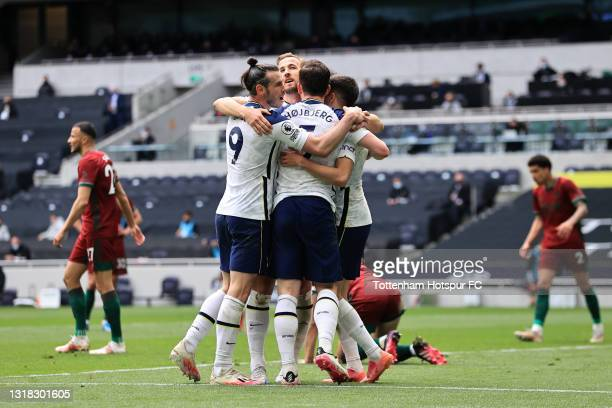 Pierre-Emile Hojbjerg of Tottenham Hotspur celebrates with Gareth Bale and team mates after scoring their side's second goal during the Premier...