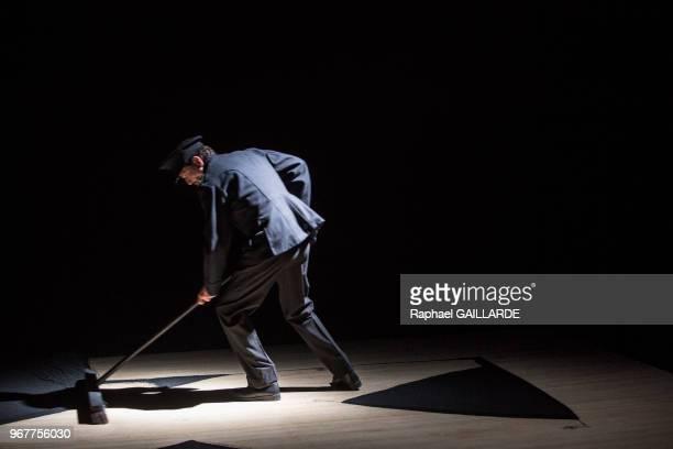 PierreLouisCalixte de la troupe de la ComédieFrançaise interprète la pièce 'Haute Surveillance' de Jean Genet mise en scène de Cédric Gourmelon le 14...