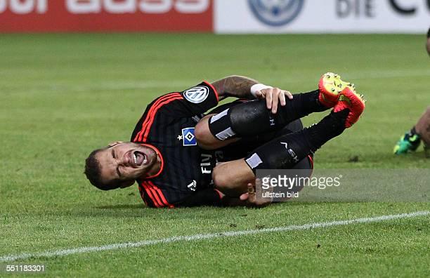 Pierre-Michel Lasogga, Einzelbild, Aktion, am Boden liegend, Schmerz, Schienbein haltend , HSV Hamburger SV, DFB Pokal, Sport, Fußball Fussball,...
