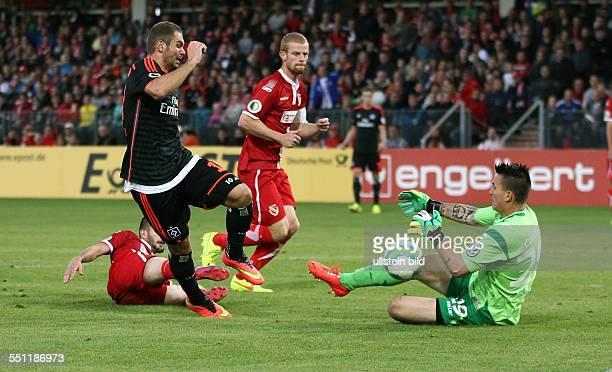Pierre-Michel Lasogga, Torwart Kevin Mueller Müller, Zweikampf, Aktion, Spielszene, , FC Energie Cottbus - HSV Hamburger SV, DFB Pokal, Sport,...