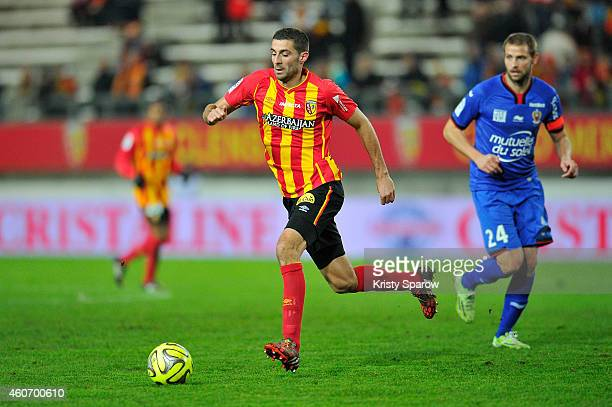 Pierrick Valdivia of RC Lens and Mathieu Bodmer of OGC Nice in action during the Ligue 1 match between RC Lens and OGC Nice at Stade de la Licorne on...