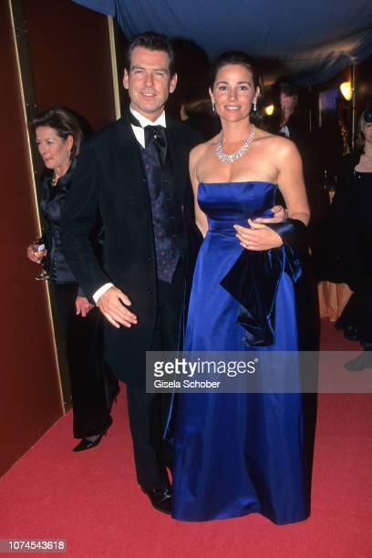 Piers Brosnan and Keely Shaye Smith attend the James Bond 'The World Is Not Enough' Premiere in November 1998 in Berlin Germany