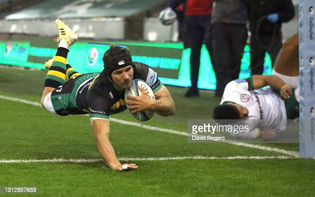 Piers Francis of Northampton Saints dives over in the corner to score the 5th Saints try during the Gallagher Premiership Rugby match between...