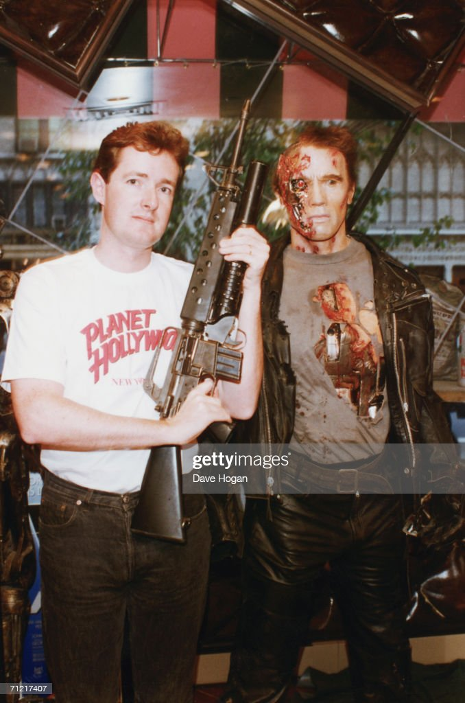 Piers Morgan, editor of the Daily Mirror poses in a Planet Hollywood t-shirt next to a waxwork of Arnold Schwarzenegger in 'Terminator 2: Judgment Day', circa 1995.