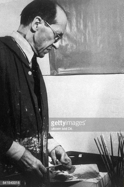 Piet Mondrian*18721944Bildender Kuenstler Maler NiederlandePortrait in seinem Atelier um 1942
