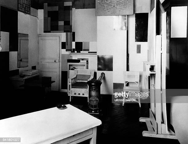 Piet Mondrian*18721944Bildender Kuenstler Maler NiederlandeSein Atelier in Paris Innenansicht 1928