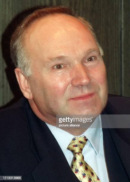 Pieter de Jong, Finanzvorstand der Grundig AG , wies Spekulationen um einen bevorstehenden Konkurs des Krisenunternehmens auf das Schärfste zurück....