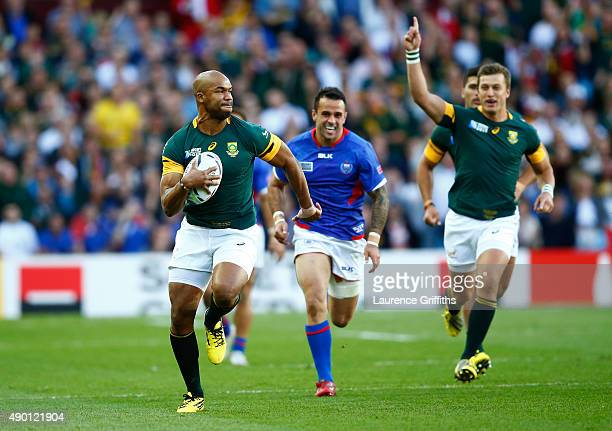 Pietersen of South Africa breaks clear to score the opening try during the 2015 Rugby World Cup Pool B match between South Africa and Samoa at Villa...