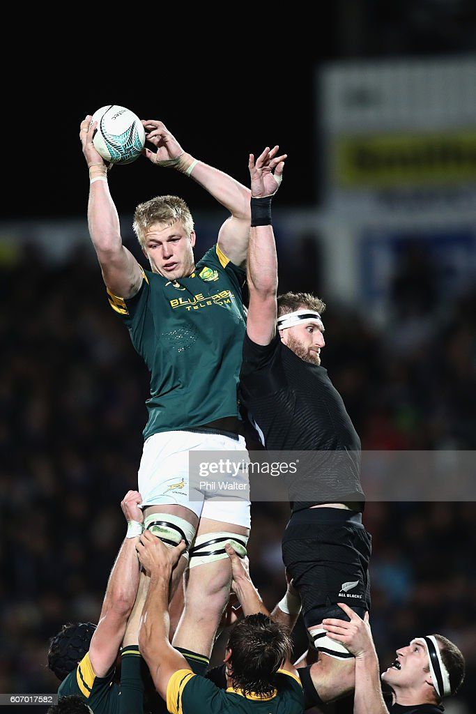 Pieter-Steph Du Toit of South Africa clears the ball from the lineout under pressure from Kieran Read of the All Blacks during the Rugby Championship match between the New Zealand All Blacks and the South Africa Springboks at AMI Stadium on September 17, 2016 in Christchurch, New Zealand.