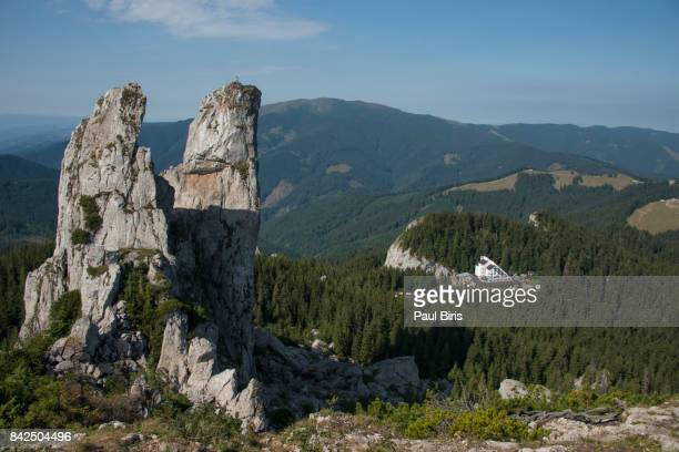 pietrele doamnei (lady's rocks), rarau mountains, romania - ルーマニア ストックフォトと画像