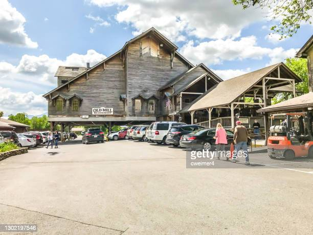 pigeon forge tennessee - pigeon forge stock pictures, royalty-free photos & images