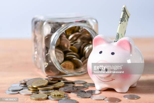 piggy bank and money jar - stipendium stock-fotos und bilder