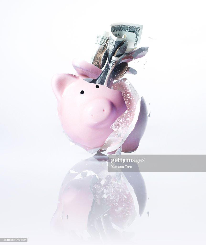 Piggy bank exploding, close-up : Stockfoto