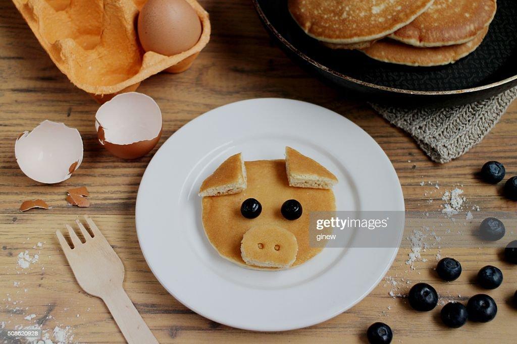 Piggy pancake kids breakfast ideas : Stock Photo