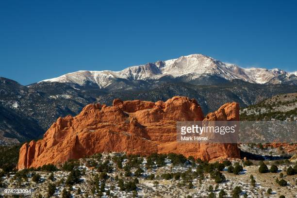 pikes peak and garden of gods under clear sky, colorado, usa - garden of the gods stock photos and pictures