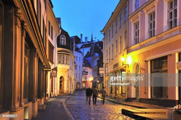 pikk street in the old town - estonia fotografías e imágenes de stock