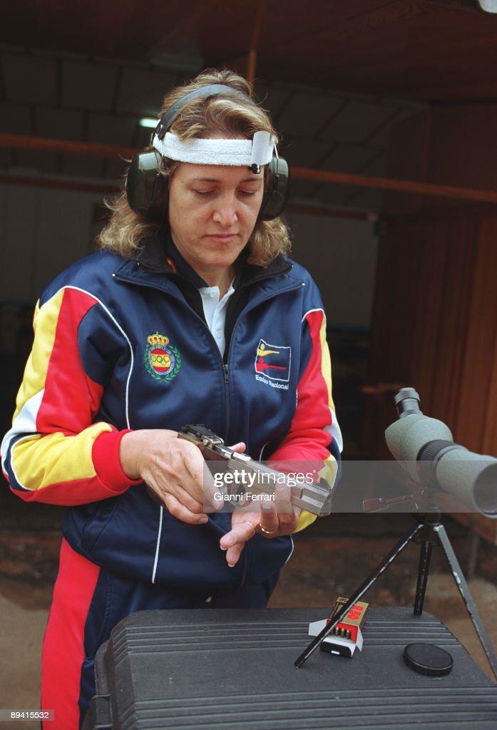 Pilar Fernandez Julian. Shot pistol champion. : News Photo