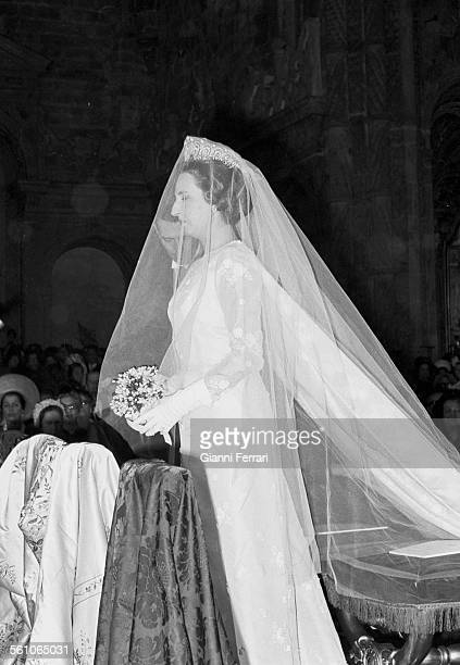 Pilar, sister of King Juan Carlos de Borbon, the day of her wedding to Luis Gomez Acebo Estoril, Portugal. .