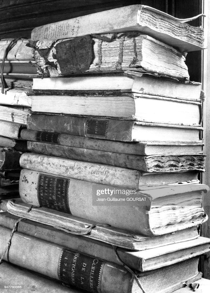 Pile De Livre Anciens Du Xviiie Siecle En France News